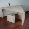 driehoekige-tafel-met-krukjes-6