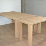 Blank eiken tafel met aanschuif tafel