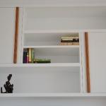 tv-kant-boven-detail-grepen-van-zebrano-hout