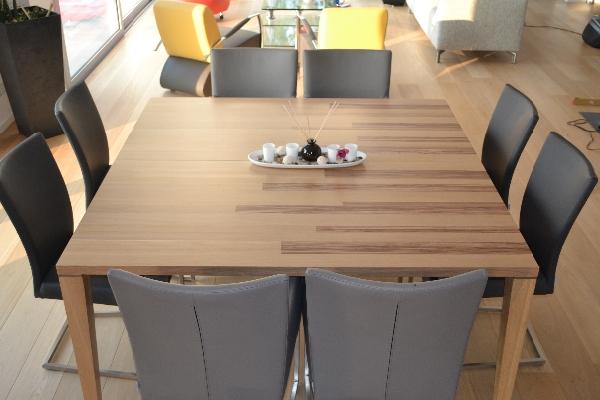 vierkanten-tafel-bestaande-uit-2-tafels-met-mangeten-bij-elkaar