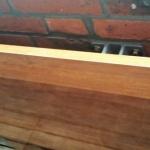 opklapbaar-tafeltje-van-sporthalvloer-detail-zonder-afdeklat