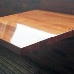 opklapbaar-tafeltje-van-sporthalvloer1